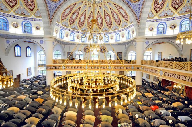 DİTİB, Almanya'da camilerin daha fazla korunmasını istedi