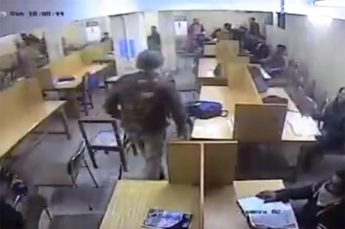 Hindu polisinin öğrencilere saldırısını gösteren yeni görüntüler ortaya çıktı