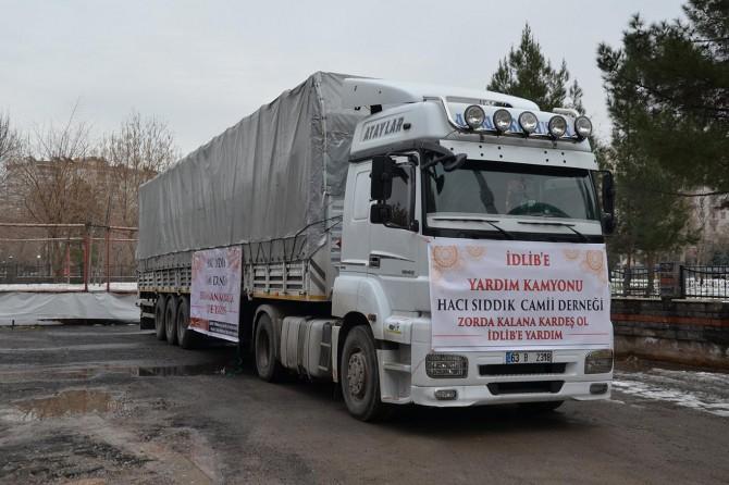 Diyarbakır'dan İdlib'e 1 TIR yardım gönderdi