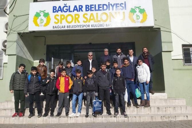 Diyarbakır merkez Bağlar Belediyesi köy okulu öğrencilerini ağırladı