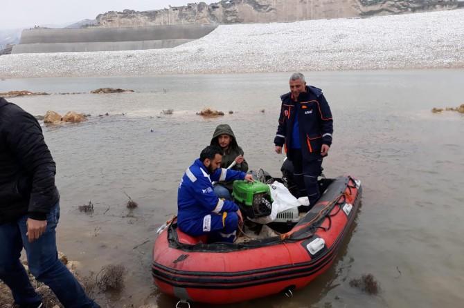 Ilısu Barajı'nın yükselmesiyle mahsur kalan hayvanlar kurtarıldı