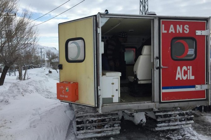 Beyin travması geçiren hastanın imdadına paletli ambulans yetişti