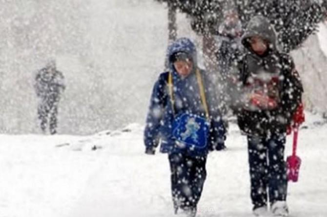 Ağrı'da olumsuz hava koşulları nedeniyle okullar tatil edildi