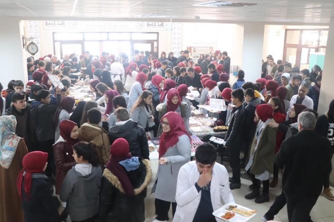 Mardinli öğrenciler İdlib yararına kermes açtı