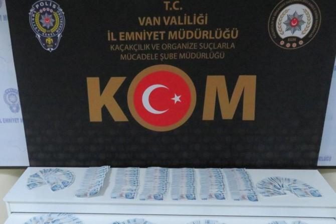Van'da sahte paralarla araba satın alan şahıslar polis tarafından yakalandı