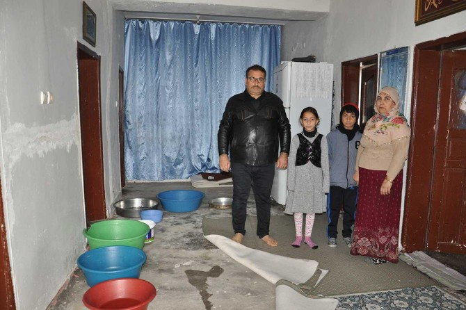 Batmanlı engelli vatandaş, evinin onarılması için yardım bekliyor