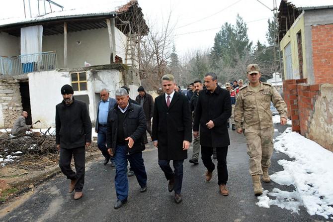 Malatya Valisi Aydın Baruş deprem bölgesinde incelemelerde bulundu