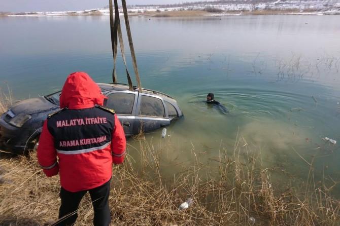 Baraja uçan otomobildeki 2 kişi boğulmaktan son anda kurtarıldı