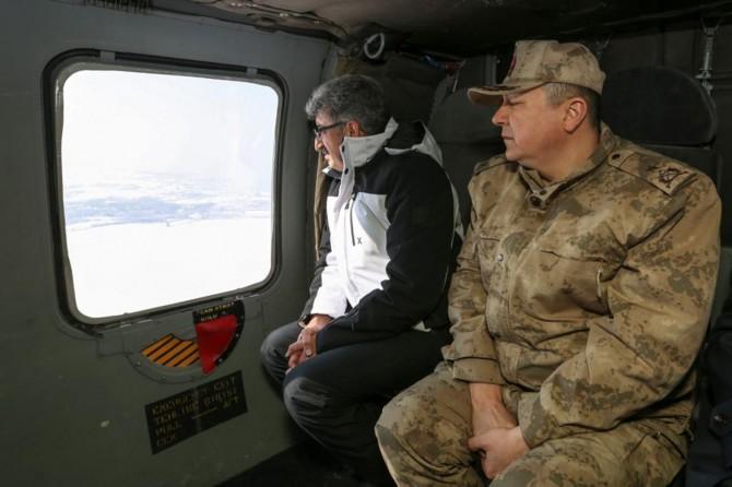 Van Valisi Bilmez, çığ bölgesini havadan izleyerek incelemelerde bulundu