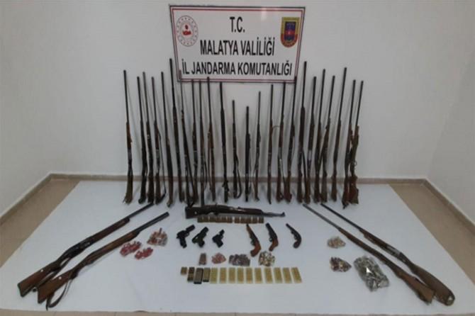 Malatya'da silah kaçakçılarına yapılan operasyonda 21 kişi gözaltına alındı