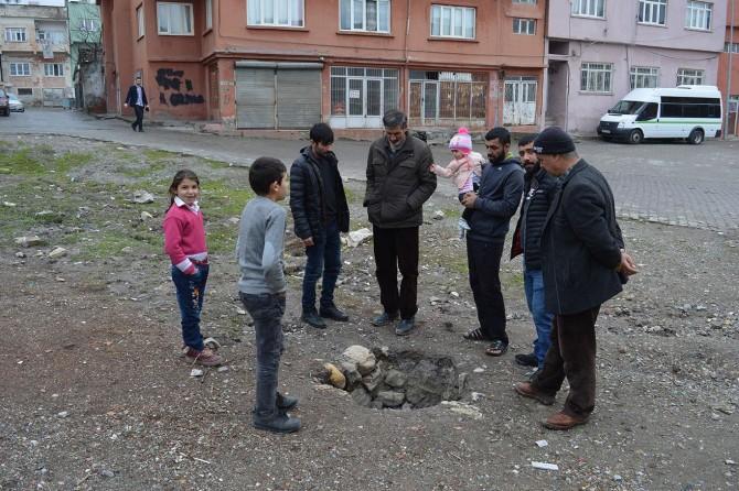 Siirt'te karın erimesinin ardından ortaya çıkan kuyu mahalle sakinlerini korkuttu