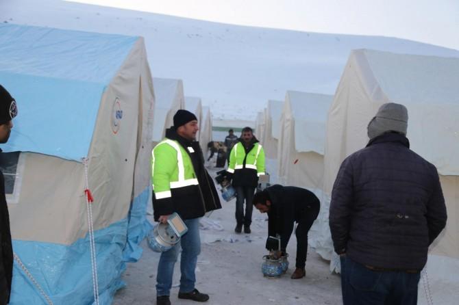 Van deprem bölgesinde gece boyu çalışmalar devam etti