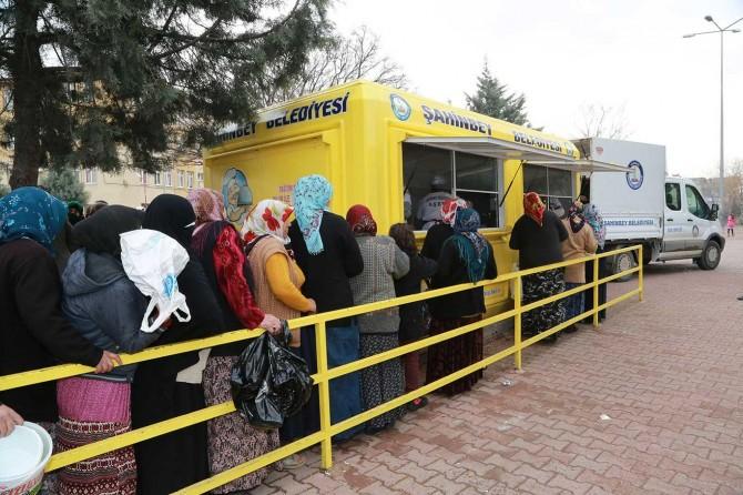 Şahinbey Belediyesi vatandaşlara her gün ücretsiz çorba dağıtıyor