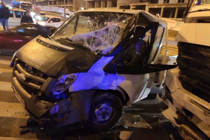 Batman'da TIR ile kamyonet çarpıştı: 2 yaralı