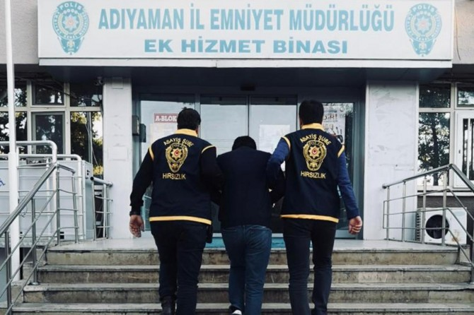 Adıyaman merkezli 22 ilde gerçekleştirilen dolandırıcılık operasyonunda 4 kişi tutuklandı