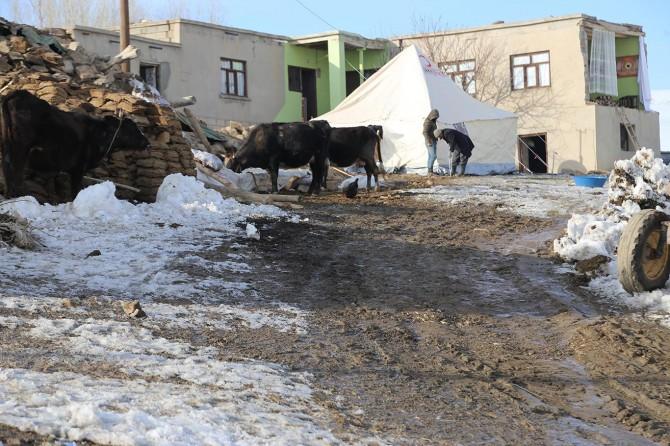 İHO-EBRAR, Van'daki depremzedelere yardımlarını ulaştırmaya devam ediyor