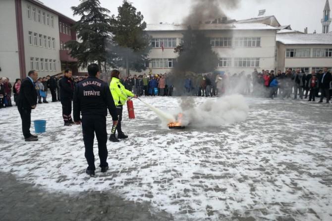 Malatya İtfaiyesinden öğrencilere yönelik yangın tatbikatı