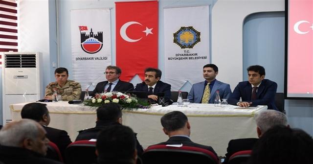 Diyarbakır Valisi Hasan Basri Güzeloğlu Çınar'da