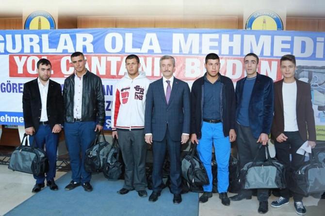 Şahinbey Belediyesi askere gidenlere ihtiyaç çantası dağıttı