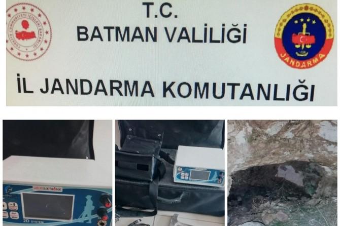 Batman'da kaçak kazı operasyonunda 4 kişi suçüstü yakalandı