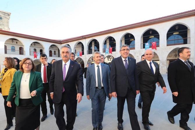 AK Parti Genel Başkan Yardımcısı Yazıcı tarihi Mecidiye Han'ı gezdi