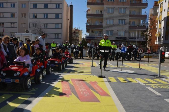 Batman'da öğrencilere uygulamalı trafik eğitimi verildi