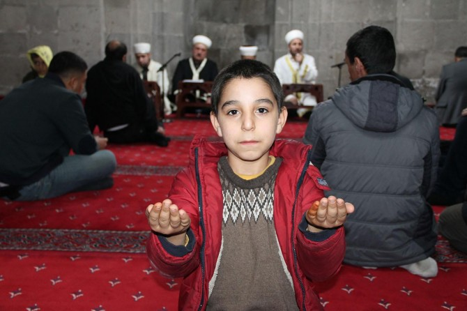 Bitlisliler Regaib Kandili'ni camilerde ihya etti