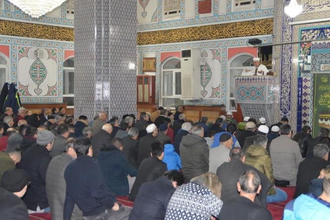 Ağrılılar Regaip Kandili'ni Merkez Camii'nde ihya ettiler