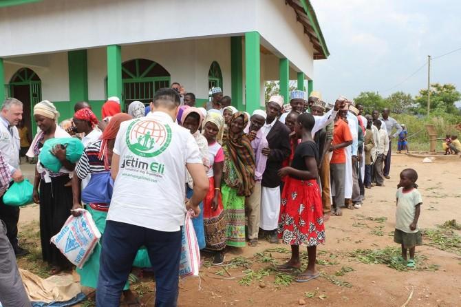Avrupa Yetim Eli, Uganda'da gıda yardımı yaptı
