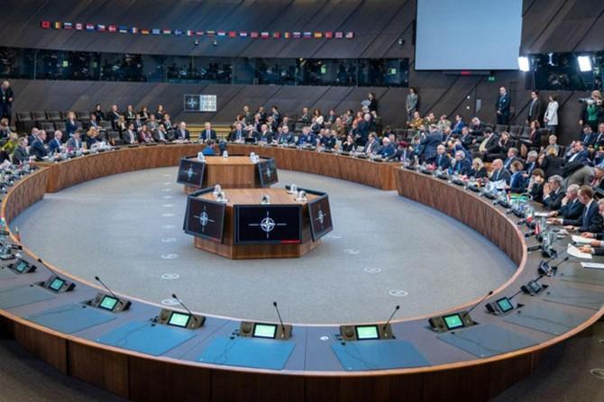 NATO ji ber teleba Tirkîyê derasayî dicive
