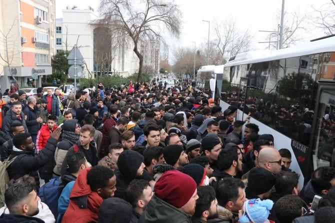 Binlerce Suriyeli mülteci Yunanistan sınırına gitmeye devam ediyor