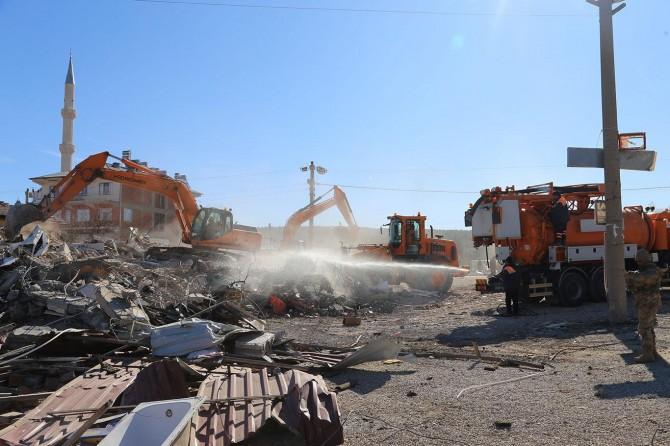 Elazığ'daki 6,8'lik depremde ağır hasar alan bin 159 yapı yıkıldı