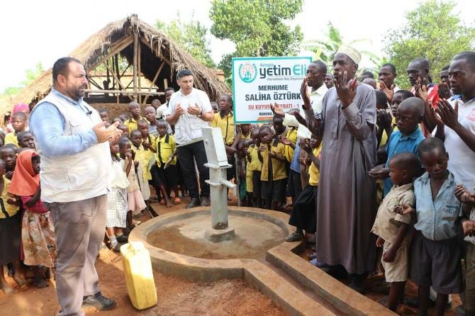 Avrupa Yetim Eli Uganda'da su kuyularının açılışını yaptı