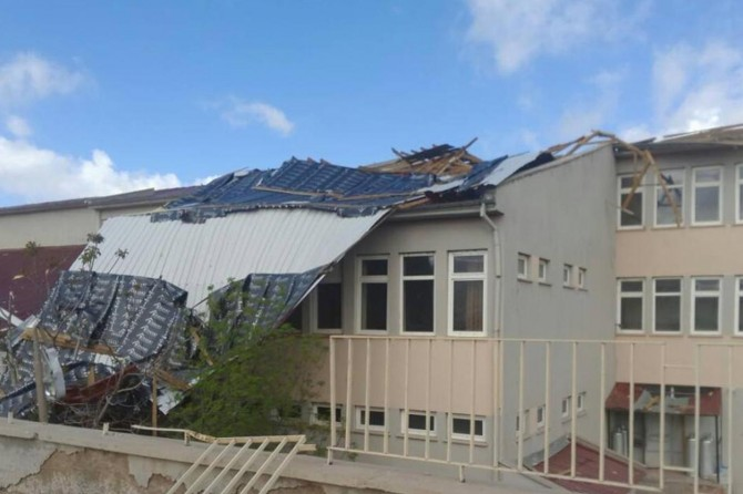 Fırtına nedeniyle Konya'nın 2 ilçesinde okullar tatil edildi