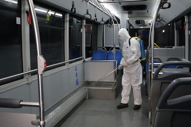 Diyarbakır'da Corona virüse karşı tedbir olarak toplu taşıma araçları dezenfekte ediliyor