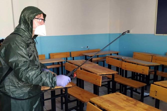 Manisa'da okullar dezenfekte edildi