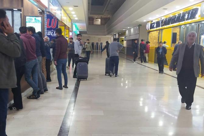 Diyarbakır'da üniversite öğrencileri otogarlara akın etti