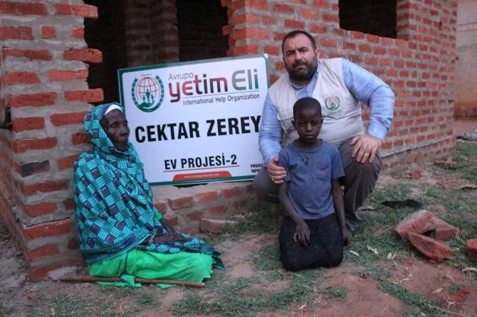 Avrupa Yetim Eli Afrikalı engelli yetimlere evler inşa etti