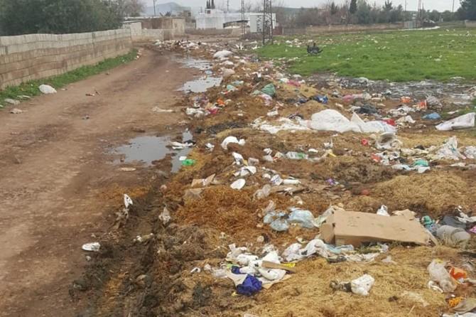 Derikli köylüler halk sağlığını tehdit eden çöplerin toplatılmasını istiyor