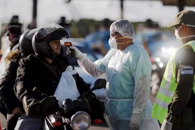 Arjantin'de karantinaya uymayanlara polis müdahale etti