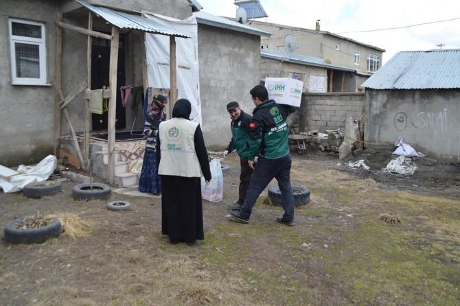 Ağrı'da ihtiyaç sahibi ailelere hijyen paketi dağıtıldı