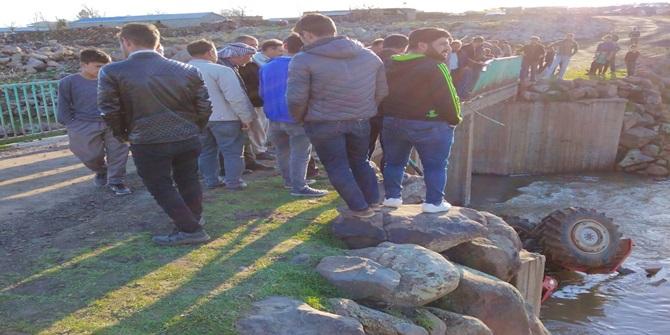 Çınar Alabaş'ta traktör köprüden dereye uçtu: 1 yaralı
