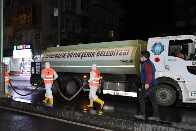 Diyarbakır'da günlük 550 bin metrekarelik alan dezenfekte ediliyor