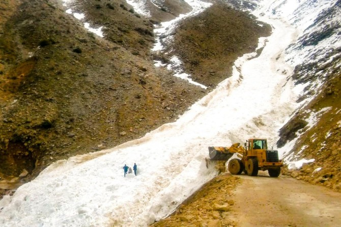 Sason'da çığın düştüğü yol tekrar ulaşıma açıldı