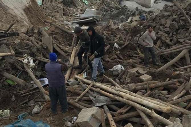 İran'ın Türkiye sınırında 4,4 büyüklüğünde deprem