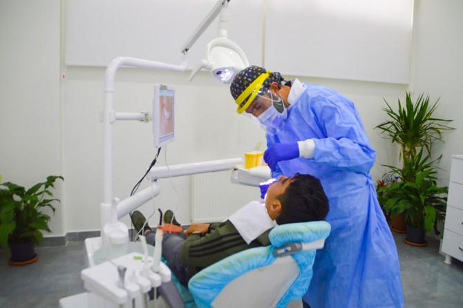 Uzmanlar Coronavirus'ten korunmak için diş sağlığının önemli olduğunu söylüyor