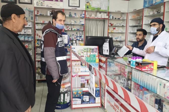 Ağrı'da yaşlı adamın ilaçları polis eşliğinde alındı