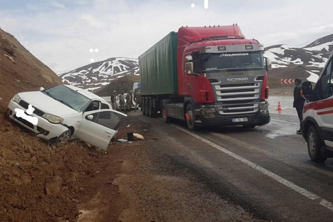Van'da trafik kazası 4 kişi yaralandı