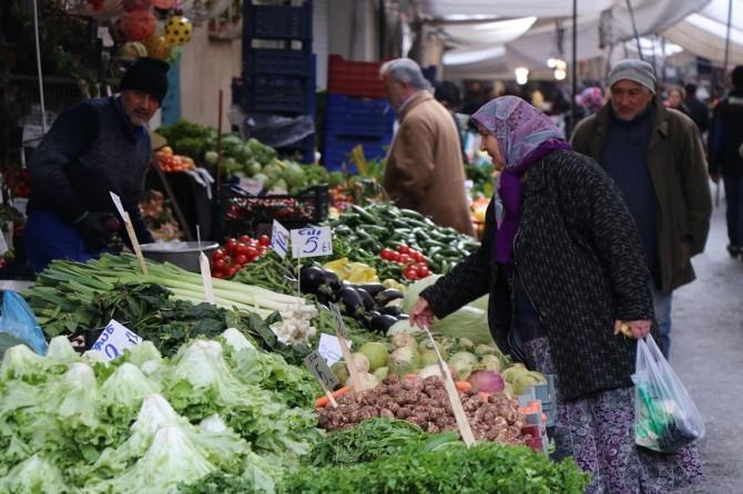 Pazarcılar: Vatandaşın sebze ve meyvesini seçememesi satışlarımızı olumsuz etkiledi