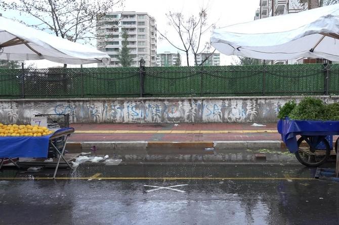 """Diyarbakır Pazar esnafı, """"sosyal mesafe"""" kuralına uyuyor"""